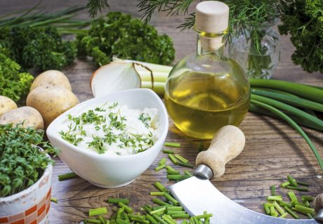 Aus der Küche | Pellkartoffeln mit Quark und Leinöl